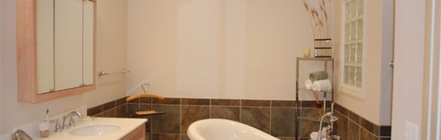 Top Notch Plumbing of Olympia Installs Bathtubs and Faucets